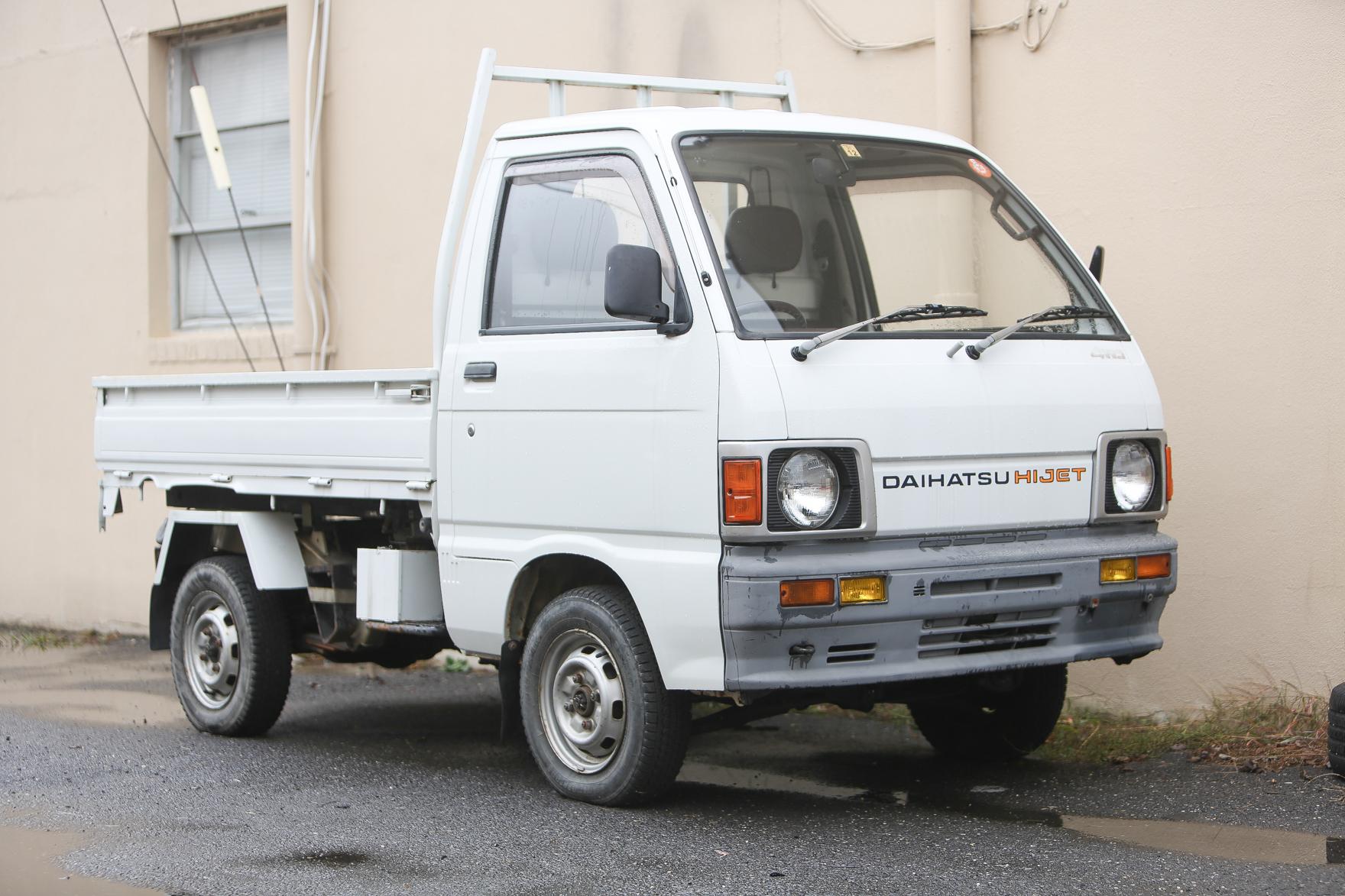 1989 Daihatsu Hijet Dump bed with Scissor Lift - $15,000